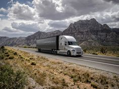 世界初「自律走行トラック」を取り巻く、物流・雇用の諸問題