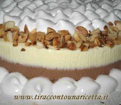 Il bavarese è un dolce di origine francese che può essere preparato in una infinità di modi, qui porponiamo un bavarese bicolore al cioccolato bianco e cioccolato nero fondente su crumble di frollini con una copertura di meringa all'italiana e granella di mandorle