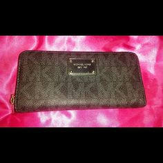 Michael Kors Full Size Zip Wallet ❤Make Offer❤ Beautiful Michael Kors Signature Monogram zip around wallet. Inside has several cc slots, a zip coin pocket and bill slots for convenience. Pre-loved in good condition showing minimal normal wear. Perfect for everyday use!  ❌❌ I do not trade. Thanks. ❌❌  Feel free to submit an offer!  Check out my other items!!! Michael Kors Bags Wallets