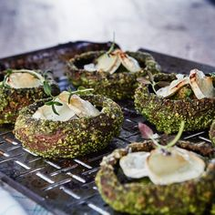 For a veggie starter or side. Try this Portobello mushrooms with parsley pesto and goat cheese. Veg Recipes, Vegetarian Recipes, Cooking Recipes, Healthy Recipes, Portobello, Menu Tapas, Vegan Fish, Bistro Food, Breakfast Lunch Dinner
