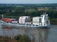Containerschiff auf dem Nord-Ostsee-Kanal 2005