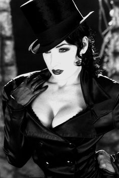 Dita Von Teese is the stage name of Heather Renée Sweet (born September an American burles. Dita Von Teese Burlesque, Dita Von Teese Style, Soft Grunge, Pinup, Rockabilly, Top Hat Costume, Dita Von Tease, Old Hollywood Glamour, Dominatrix