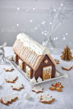 B& Chalet (For& noire) - Amuses bouche Holiday Cakes, Christmas Desserts, Christmas Baking, Christmas Cookies, Christmas Time, Blue Christmas Decor, Christmas Trends, Winter Torte, Savoury Cake