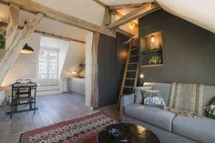 super cosy attic in Paris (via Una piccola mansarda a Parigi -. (my ideal home. Cosy Apartment, Small Apartment Interior, Tiny Spaces, Small Apartments, Halls, My Ideal Home, Minimalist Apartment, Home Wallpaper, Beautiful Interiors