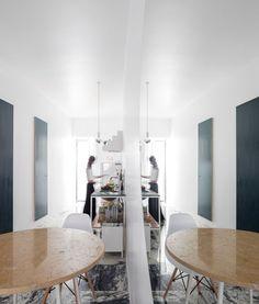 Get more inspirations on diningroomideas.eu Dining Room Design, Dining Table, Inspiration, Furniture, Home Decor, Self, Biblical Inspiration, Decoration Home, Room Decor