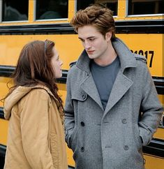 How nice they look together! Twilight Scenes, Twilight 2008, Twilight Quotes, Twilight Saga Series, Twilight Pictures, Twilight Movie, Vampire Twilight, Twilight Cast, Twilight Bella And Edward