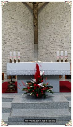 Church Flower Arrangements, Church Flowers, Floral Arrangements, Altar Decorations, Arts And Entertainment, Roman Catholic, Ikebana, Holy Spirit, Diy And Crafts