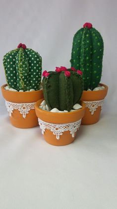 17 Shabby Chic and Vintage Centerpieces to Bring Charm to Your Table - The Trending House Cactus Craft, Cactus Decor, Cactus Plants, Felt Flowers, Fabric Flowers, Felt Crafts, Diy And Crafts, Shabby Chic Centerpieces, Mexican Kitchen Decor