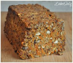 Spicy Nutcake - the perfect christmas dish for every vegan ---- Herzhafter Nusskuchen - macht würzig glücklich