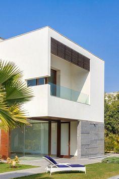Opulence Meets Contemporary Architecture In New Delhi, India : E4 House - http://freshome.com/2012/10/01/opulence-meets-contemporary-architecture-in-new-delhi-india-e4-house/