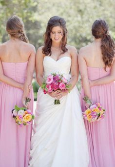 Bridal Party Photo. they all look very pretty!
