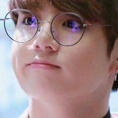What would you do if one day you woke up as Jeon Jungkook? You were a BTS fangirl living an ordinary life in an ordinary world. But your oh so ordinary world t.