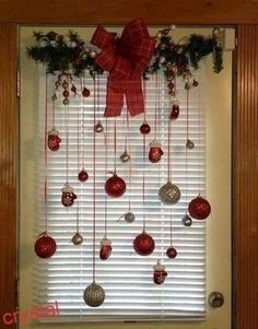 30 Beautiful Christmas Decorating Ideas on A Budget Try these amazing DIY Dollar store Christmas decor ideas in Best dollar store Xmas decorations. Christmas table and tree decorating ideas for you! Dollar Tree Christmas, Outdoor Christmas, Simple Christmas, Beautiful Christmas, Vintage Christmas, Diy Christmas, Christmas Dishes, Homemade Christmas, Rustic Christmas