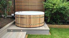 Contemporary Wooden Hot Tubs by Urban Cedar Hot Tubs UK Hot Tub Deck, Hot Tub Backyard, Hot Tub Garden, Small Garden Uk, Modern Hot Tubs, Garden Ideas Uk, Garden Inspiration, Whirlpool Deck, Round Hot Tub