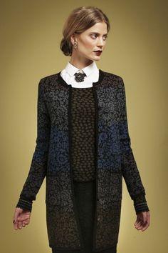 Норвежский бренд Oleana основан в 1992 году. Это экологическая одежда. Основные материалы: мериносовая шерсть, шелк и альпака. Oleana — это изысканность и качество, гармония цвета и формы. Ну и конечно же, главной характерной чертой этого бренда являются выразительные жаккардовые узоры с растительными мотивами. Глаз радуется, когда смотришь на эти красочные вещи!