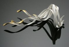Chao-Hsien Kuo. Bracelet: Nordic Wind, 2013 925 o/oo silver, 999 o/oo keum-boo gold foil 18 x 8.5 x 6.5 cm. Anticlastic forming, keum-boo