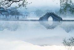 #中国风#Step on the bank;Only see a bridge,a rain and an umbrella. http://t.hujiang.com/album/1414092090/