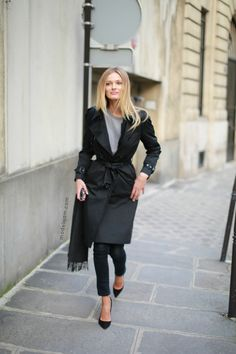 Simple & polished in classic trench coat, basic tee, skinny pants & pumps #StreetStyle