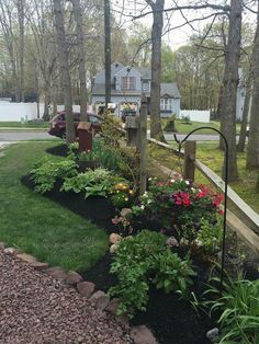 I Love The Flow Of Flowerbed Front Yard Landscaping Fence Ideas