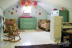 The CUTEST shared girls room. Look at the wood pallet beds. SO CUTE!