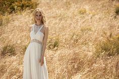 Rembo styling — Kollektion 2018 — Balou: Fliessendes Crepe Kleid mit tiefem Rückenausschnitt umrandet mit feiner Spitze