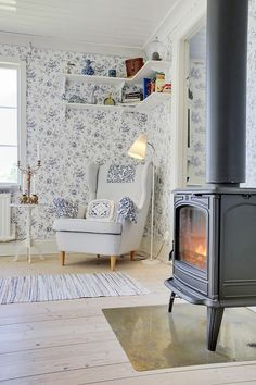 Wood burning stove in the living room. Doesn't get much cozier than this! Home Staging, Gray Interior, Interior Design, Foster House, Cosy Decor, Cottage Living Rooms, Girl Bedroom Designs, Scandinavian Home, New Room