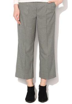 Pantaloni largi cu talie inalta in carouri mici alb-negru Capri Pants, Fashion, Templates, Moda, Capri Trousers, Fashion Styles, Fashion Illustrations