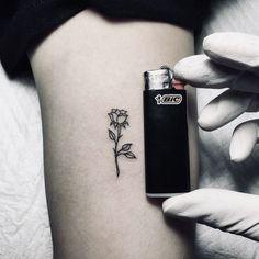 Super small black rose tattoo on the arm Super petit tatouage de rose noire sur le bras Rosa Tattoos, Mini Tattoos, Trendy Tattoos, Body Art Tattoos, New Tattoos, Small Tattoos, Tattoos For Women, Tatoos, Girly Tattoos