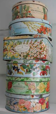 The Gahan Girls: Peek Frean and other floral tins