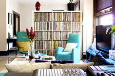 I need a shelf like that for all of my records- I could probably fill it up... twice lol.