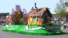 Neat decoration ideas for our candyland themed harvest party. Christmas Float Ideas, Christmas Parade Floats, Candy Land Christmas, Christmas 2019, Christmas Holidays, Halloween Parade Float, Kids Parade Floats, Homecoming Floats, Hansel Y Gretel