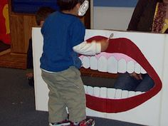 Learning and Teaching With Preschoolers: Dental Month - Todo Sobre La Salud Bucal 2020 Dental Games, Dental Kids, Dental Hygiene School, Dental Assistant, Dental Health Month, Oral Health, All About Me Preschool, Health Activities, Fun Activities