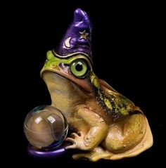(Frog Wizard by Windstone Editions).