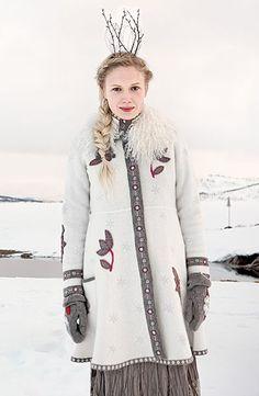 [ॐ] Omwoods: Gudrun Sjöden :: Scandinavian Boho Peasant Fashion Colorful Fashion, Boho Fashion, Fashion Design, Scandinavian Fashion, Scandinavian Christmas, Gudrun, Look Boho, Models, Pullover