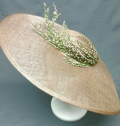 ives tocado - could I diy this, with the right base shape and faux blooms? Sombreros Fascinator, Fascinator Hats, Fascinators, Headpieces, Wedding Hats, Love Hat, Summer Hats, Headgear, Headdress