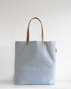 Die Schultertasche aus Canvas mit Lederriemen ist Dein Shopper für den Alltag / your bag for every day: grey shoulder bag with leather handle by LoNeJo via DaWanda.com