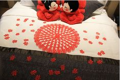 Chinese beds traditional chinese bed with dragon and flower design lingduan chinese traditional wedding decoration supplies wedding bedding wedding candy fruit plate new house layout wedding junglespirit Gallery