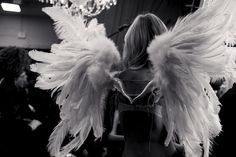 E, um dia, asas surgirão de minhas costas e, finalmente, estarei livre para voar.