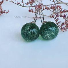 Авторські прикраси (Handmade) в Instagram: «Модель #092 Сережки ручної роботи з пушинками кульбабки на зеленому фоні в сферах. Діаметр сфер 15мм. Фурнітура з медичної сталі (не темніє…» Christmas Ornaments, Holiday Decor, Earrings, Nature, Jewelry, Home Decor, Ear Rings, Stud Earrings, Naturaleza
