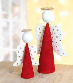 Bastelanleitung: Weihnachtsengel aus Styropor und Gips Christmas Makes, Christmas Angels, Christmas Art, All Things Christmas, Handmade Christmas Decorations, Holiday Ornaments, Xmas Decorations, Holiday Crafts, Diy And Crafts