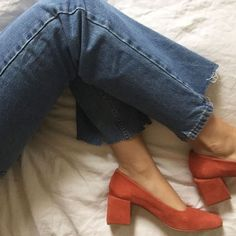 red suede pumps with blue ripped jeans. Look Fashion, Fashion Shoes, Womens Fashion, Fashion Trends, Mode Style, Style Me, Looks Jeans, Sock Shoes, Me Too Shoes