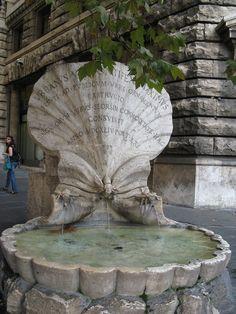 Fontana delle Api na Via Veneto (1644) Gian Lorenzo Bernini