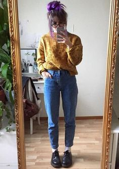 Staying boho babe in winter wearing chunky knits with high waist boyfriend jeans #WomenFashion