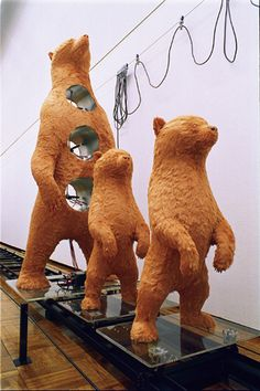 《Standing Bears Go Back 》 2000 展示:茨城県つくば美術館