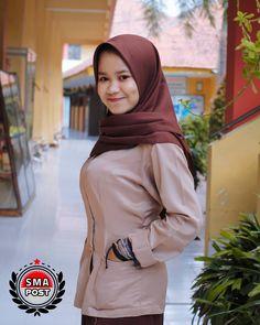 Hijab Teen, School Girl Dress, Hijab Fashionista, Hijabs, Muslim Women, Student, Sexy, Girls, Beauty
