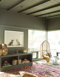 This stunning kids room is created by The Animal Print Shop together with Frances Merrill of Reath Design. What I love about this room is that is it not a standard kids room (with pastel colors). Green Kids Rooms, Interior Exterior, Interior Design, Indoor Swing, Style Deco, Kids Room Design, Kid Spaces, Living Spaces, Fashion Room