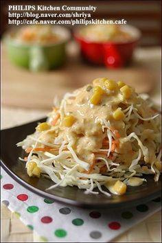 요새 매일 우리집 상에 오르는 김치같은 존재입니다... 양배추 샐러드.... 사실 최근에 일식 돈가스 집에 갔다가 먹어본 양배추 샐러드... 돈가스는 별로 먹고싶지는 않은데, 양배추 샐러드가 자꾸만 눈에 밟히더.. Authentic Korean Food, Kids Dishes, Vegetarian Recipes, Cooking Recipes, K Food, Korean Dishes, Appetizer Salads, Asian Recipes, Breakfast Recipes