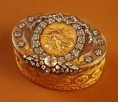 Snuffboxes from Hermitage. Snuffbox, made of Gold, silver, diamonds, embossing, engraving, pouncing. Johann Balthasar. In the XVIII century Russia had fashion for snuffboxes. Empress Catherine II enthusiastically picked them up. Many of them were decorated with beautiful paintings or cameos, the Empress called this passion for Cam
