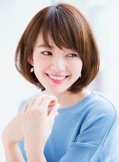 HP・・http://ramie.jp/スタイリストランク料金 カット ・・¥6,480カットカラー・・¥14,040カットパーマ・・¥14,040Ramieスタイリストページhttp://garden-hair.jp/ghc/list.html?shop=shop-ramie&mode=designer大人可愛いひし形ボブスタイルです。ばっさりカットしても似合わせます。どこから見ても頭の形が綺麗に見えますくせでお悩みの方、是非ご相談ください。大人可愛い 大人ボブ ひし形ボブ 似合わせカット ワンカール ベージュカラー 小顔 斜めバング シースルーバング