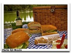 With so much to consider: taste, transportability, ease of eating, putting together picnic menus can seem complicated. Our list of great picnic foods and menu ideas can help! Picnic Time, Summer Picnic, French Picnic, Picnic Foods, Good Food, Food And Drink, Menu, Favorite Recipes, Dinner